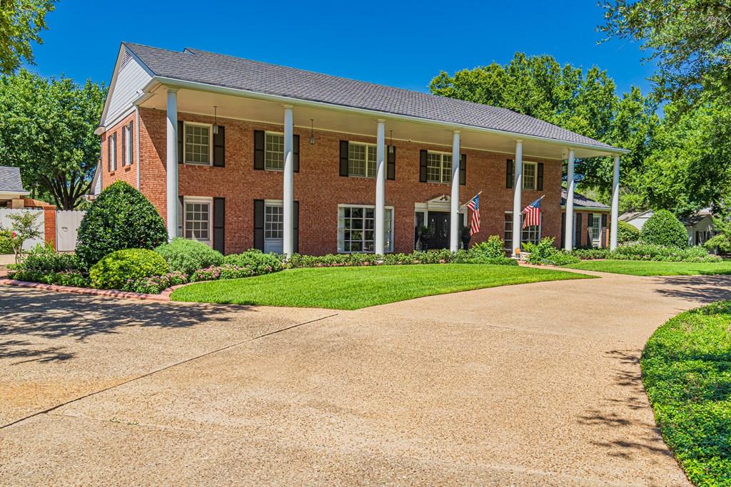2540 Live Oak St Property Photo 3