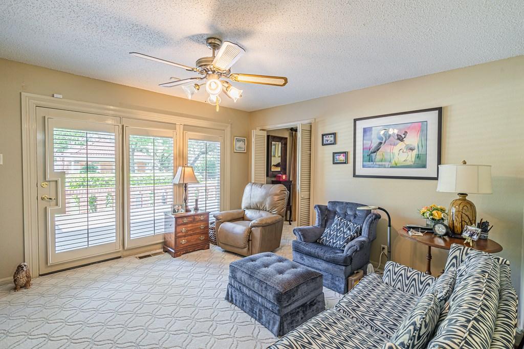 2540 Live Oak St Property Photo 15