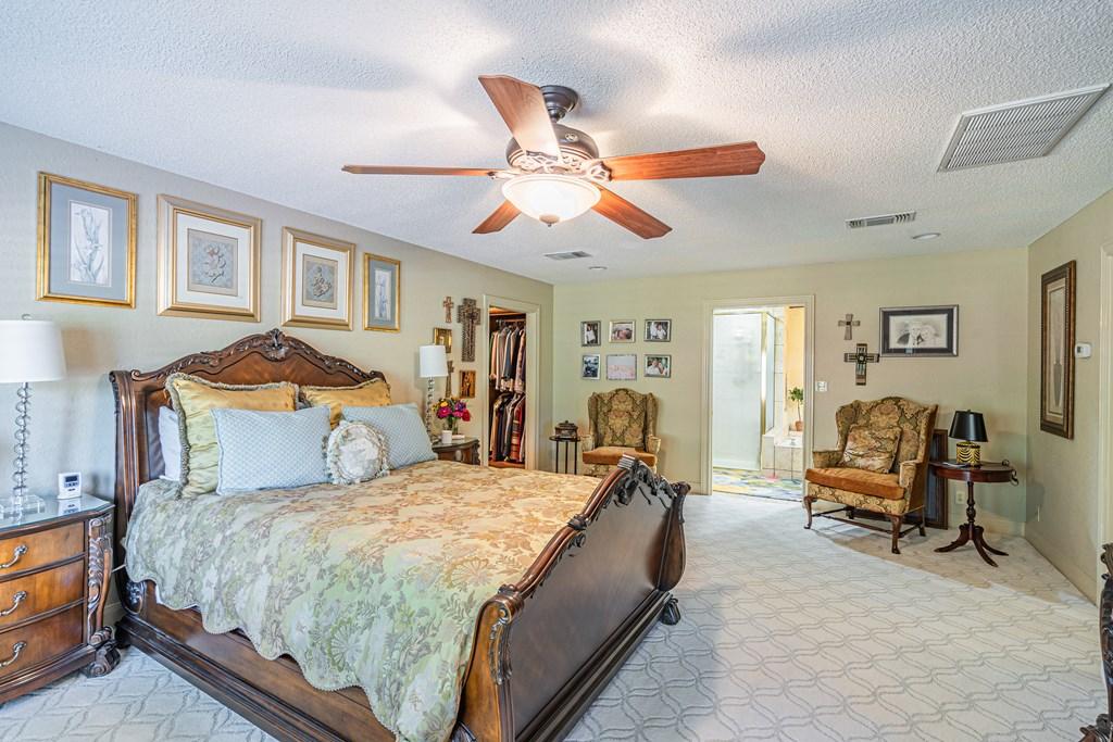 2540 Live Oak St Property Photo 17