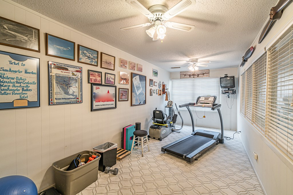 2540 Live Oak St Property Photo 28