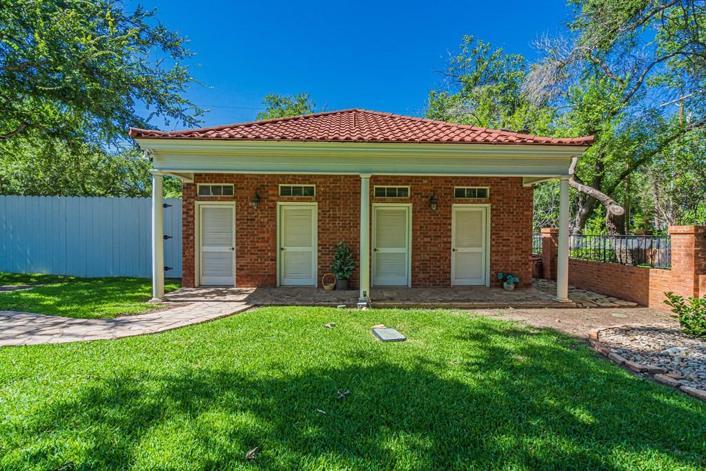2540 Live Oak St Property Photo 43