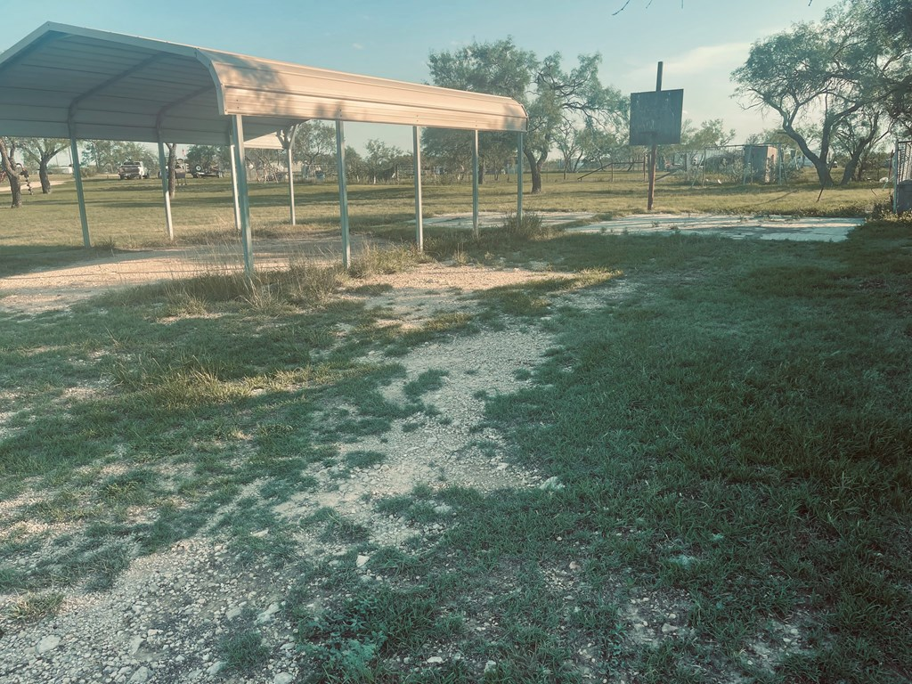 411 E Murchison Ave Property Photo 9