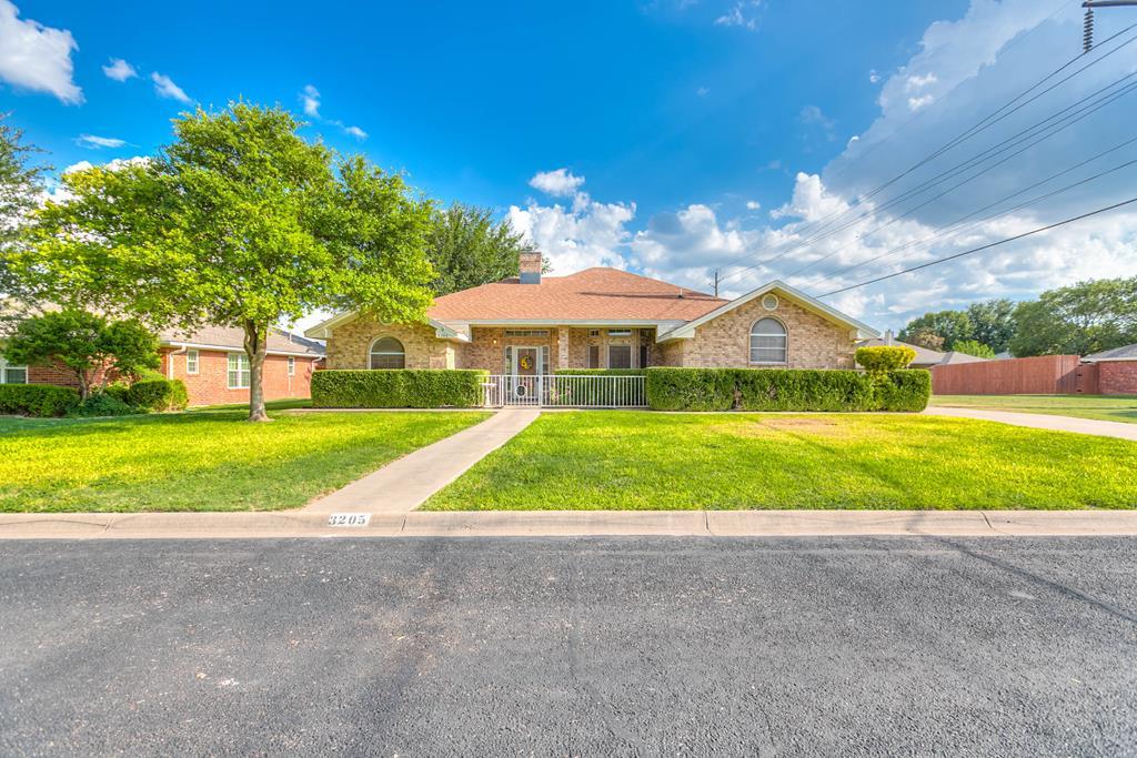3205 Maplewood Dr Property Photo 1