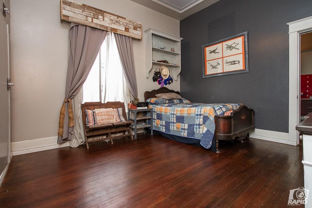 119 N Van Buren St Property Photo 15