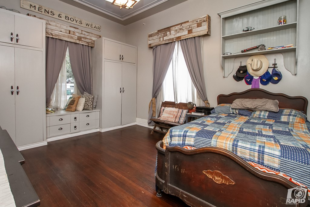 119 N Van Buren St Property Photo 16