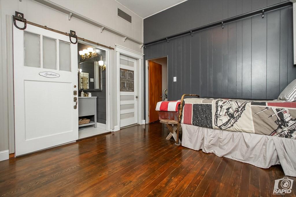 119 N Van Buren St Property Photo 18