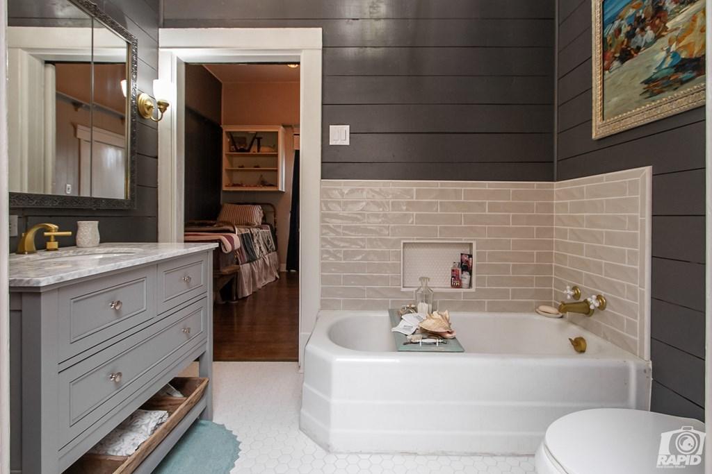 119 N Van Buren St Property Photo 20