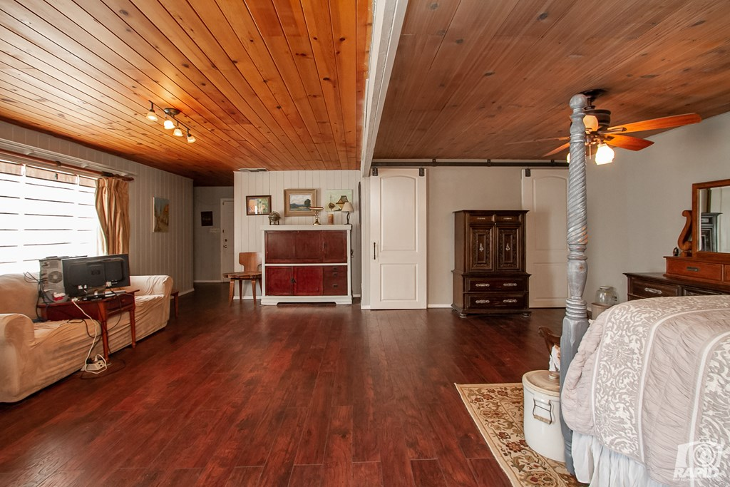 119 N Van Buren St Property Photo 24