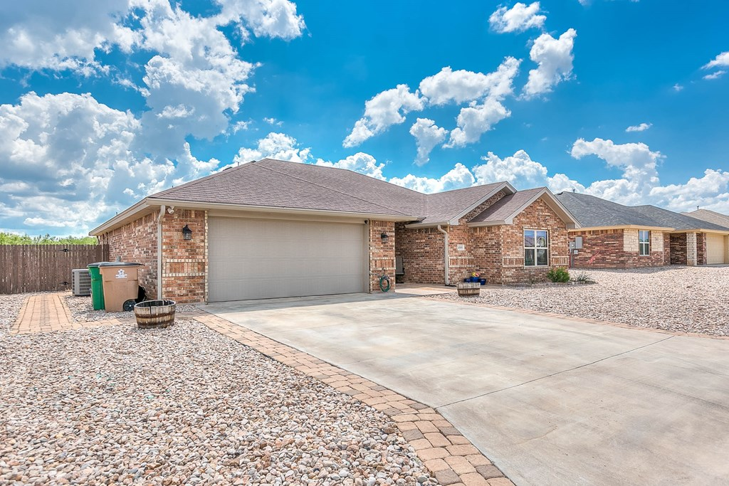 4809 Pinon Ridge Dr Property Photo 4