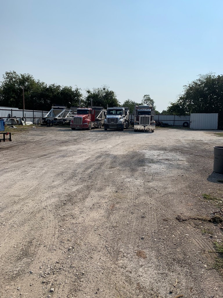 300 N Baze St Property Photo 3