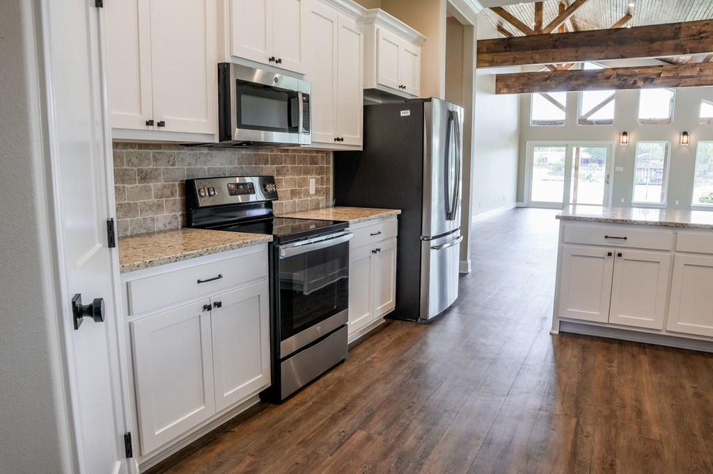 2010 Willow Dr Property Photo 11