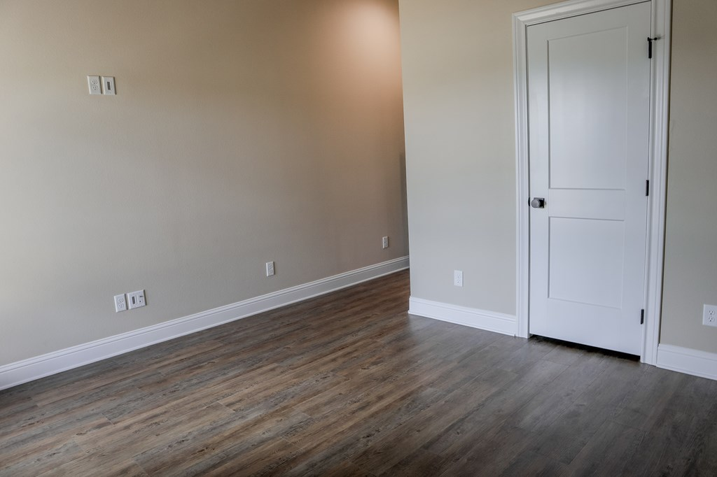 2010 Willow Dr Property Photo 24