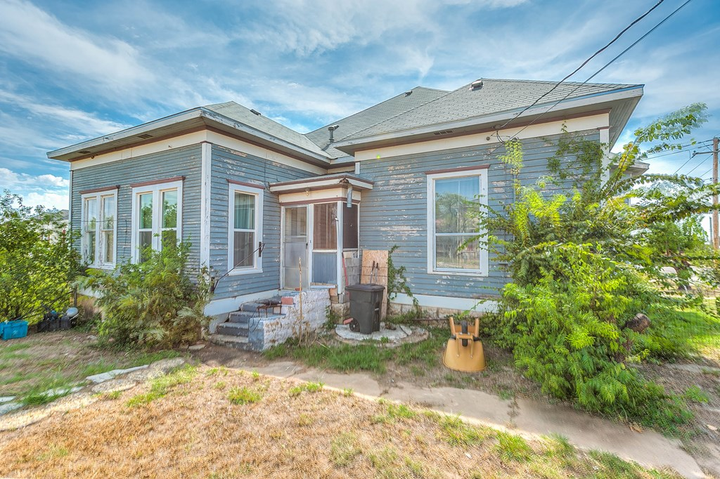 208 N 4th St Property Photo 5