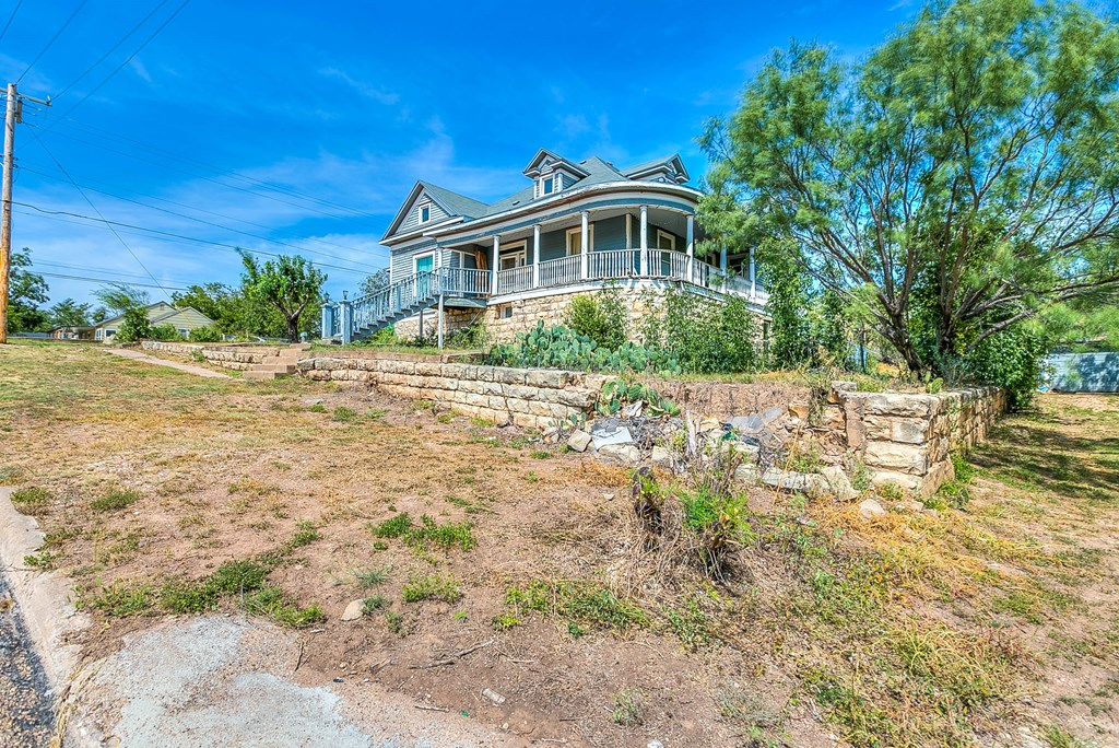 208 N 4th St Property Photo 20