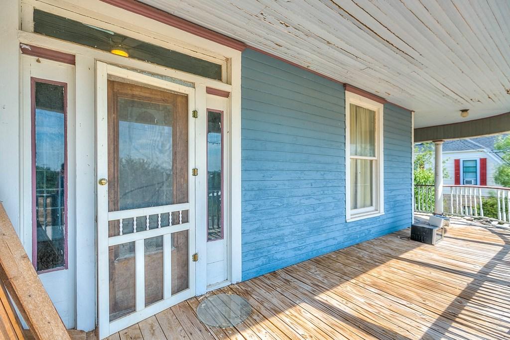 208 N 4th St Property Photo 27