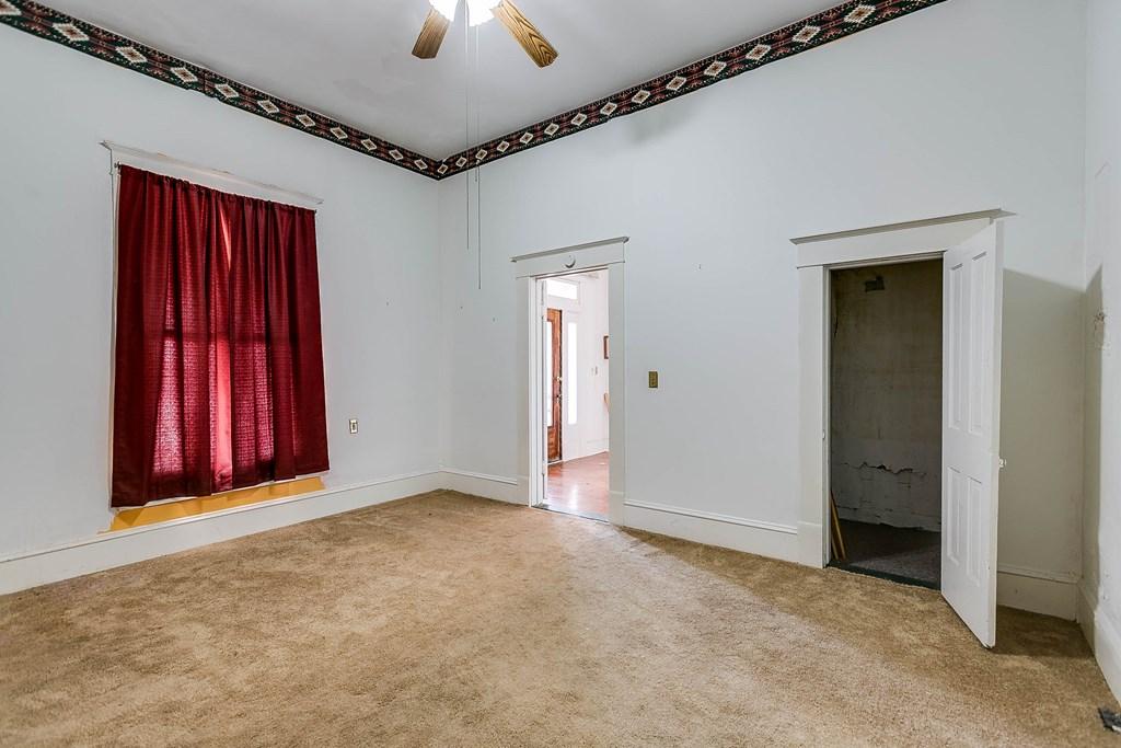 208 N 4th St Property Photo 33