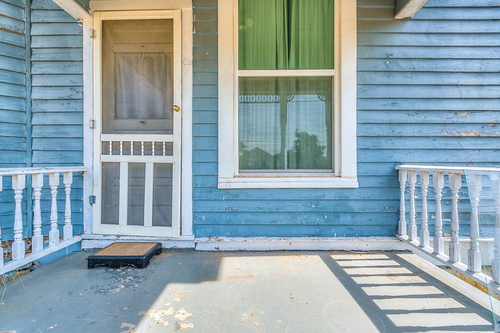 208 N 4th St Property Photo 38