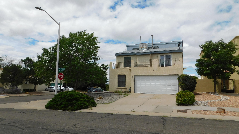 6901 White Pine Place Ne Property Photo