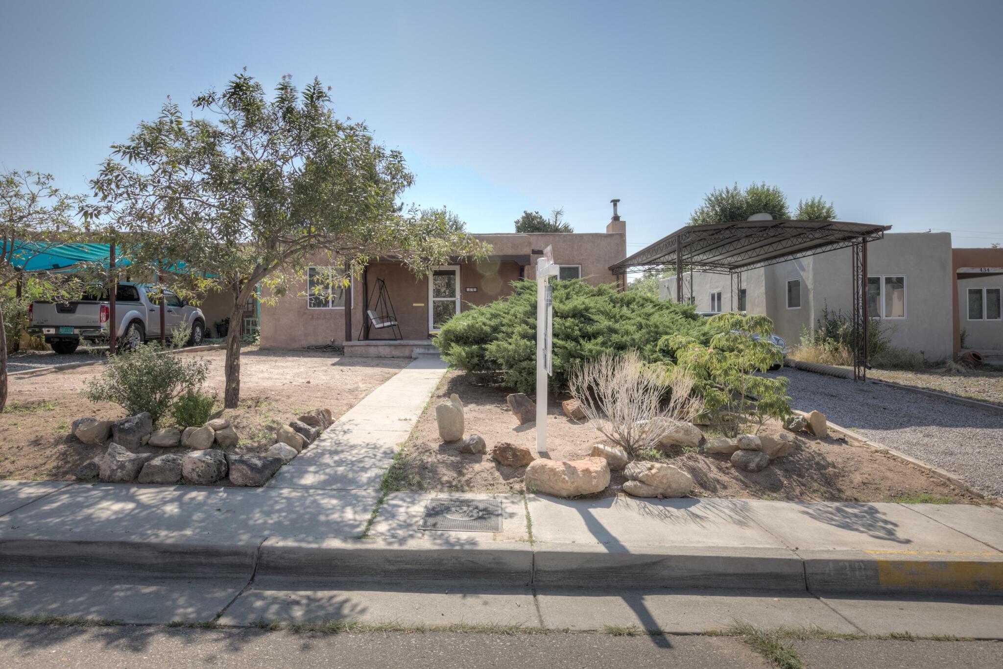 438 Richmond Ne Place Property Photo