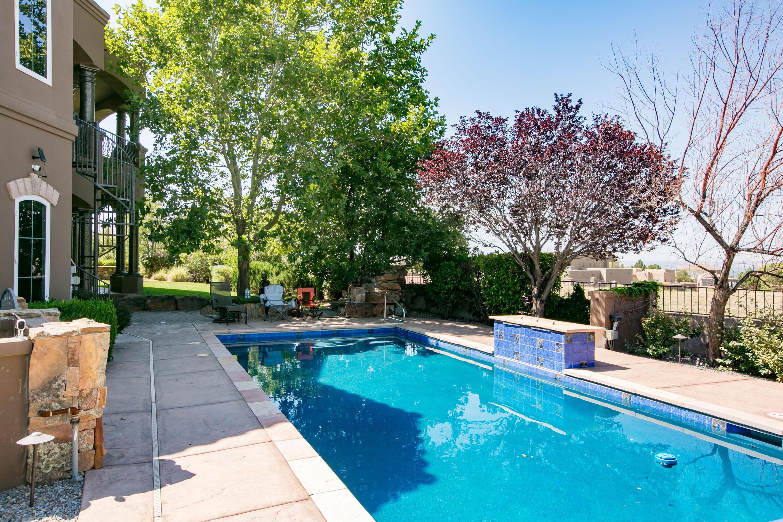 8340 Beverly Hills Avenue Ne Property Photo 5