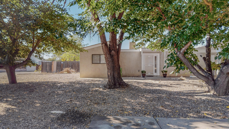 10816 E Candelaria Road Ne Property Photo