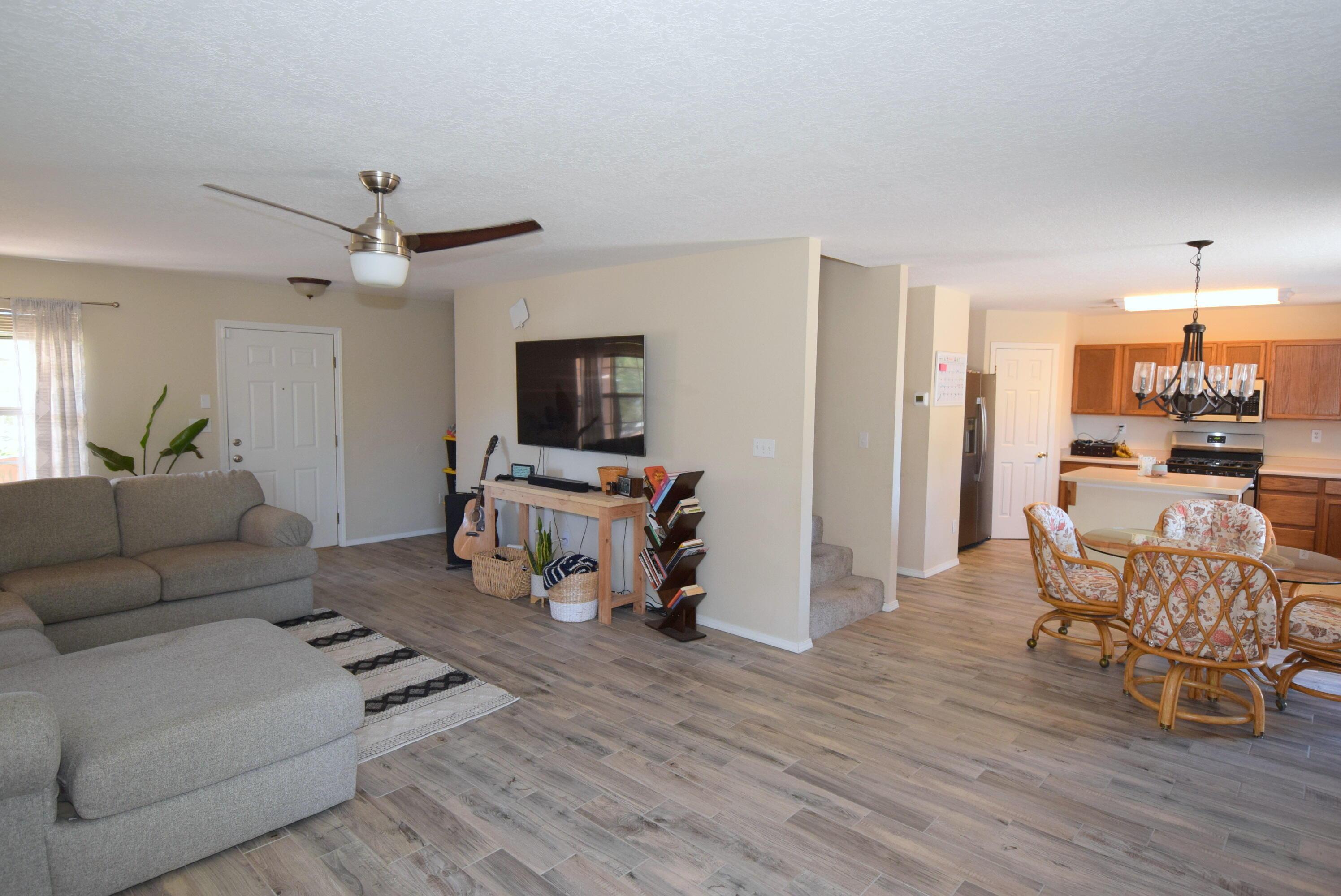 10244 Shawna Street Nw Property Photo 4