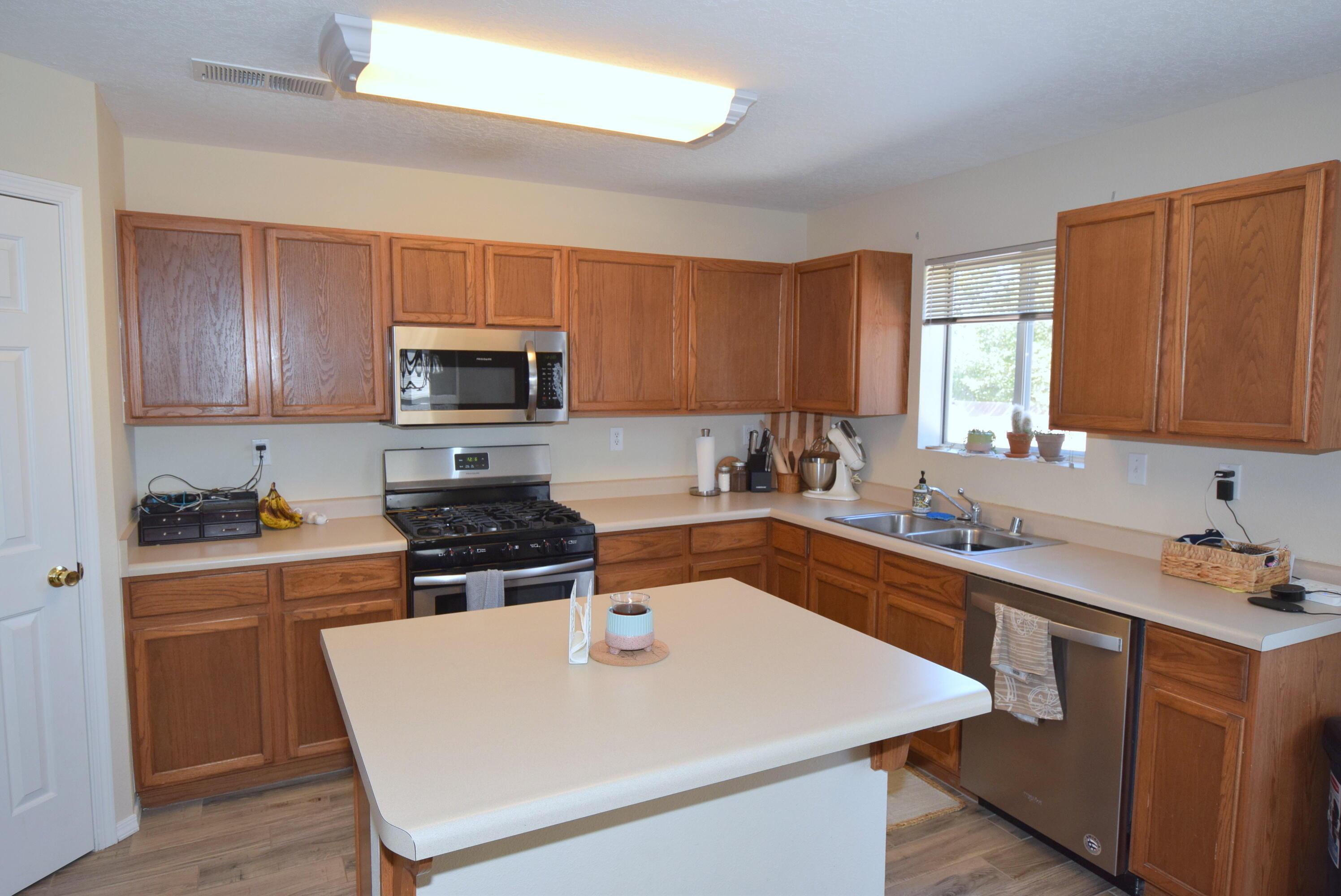10244 Shawna Street Nw Property Photo 6