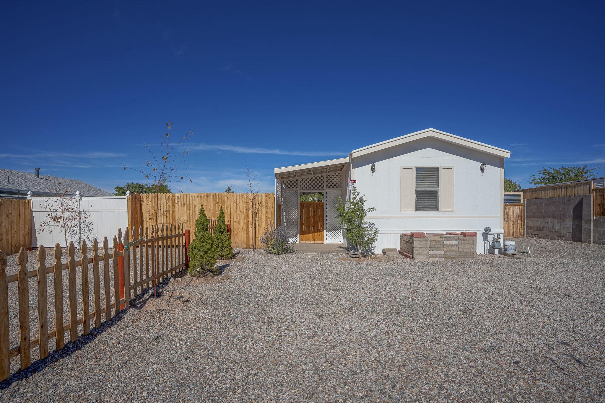 6925 Derickson Avenue Ne Property Photo