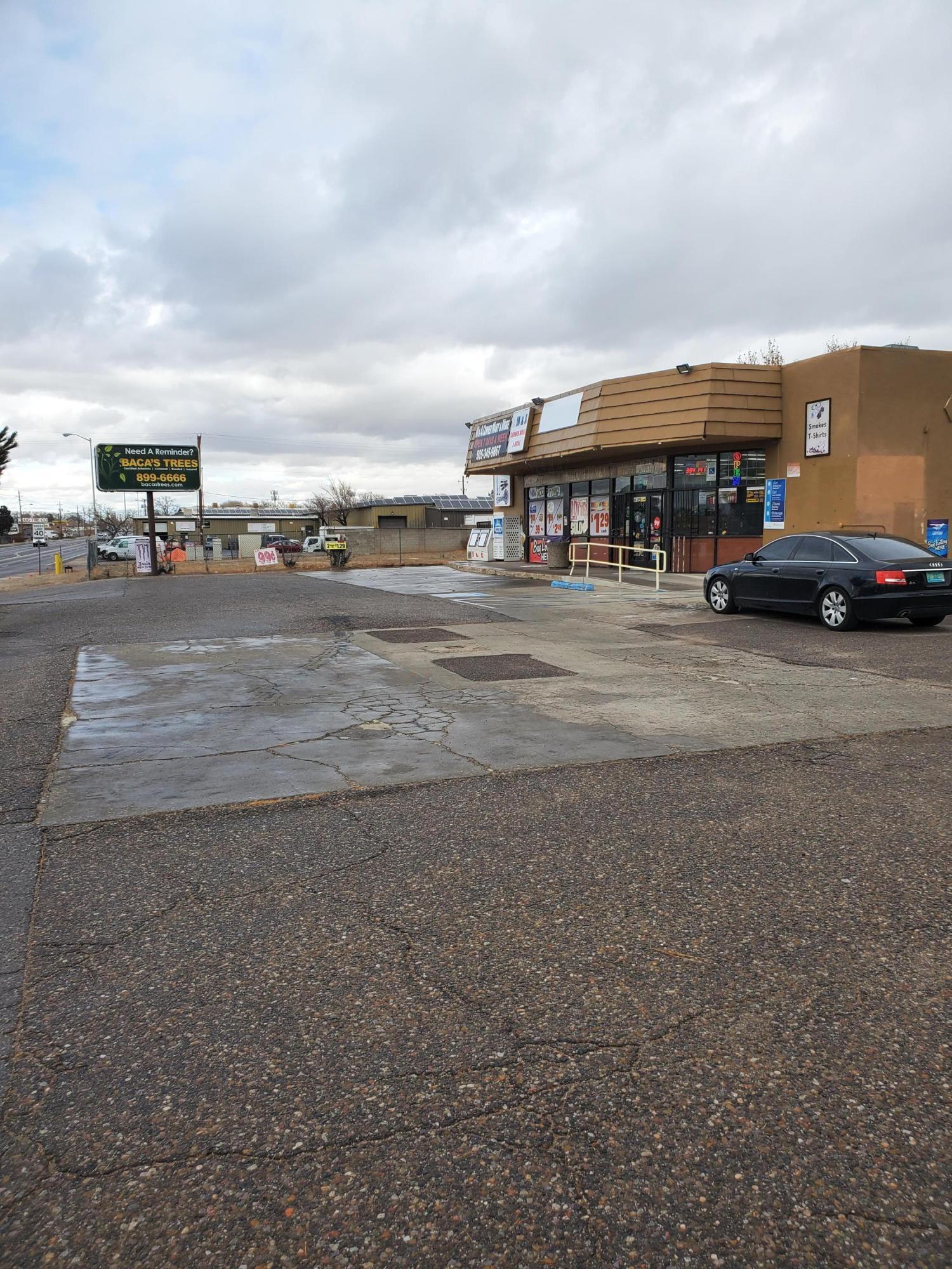 6130 EDITH Boulevard NE Property Photo 1