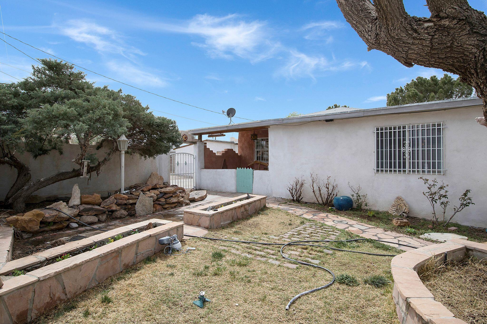7831 Edith Boulevard Ne Property Photo