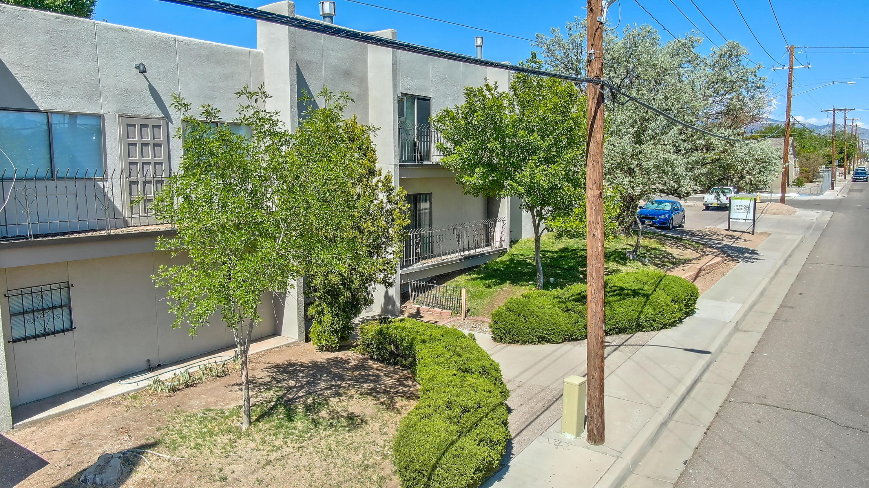 200 Hermosa Drive Ne Property Photo 10