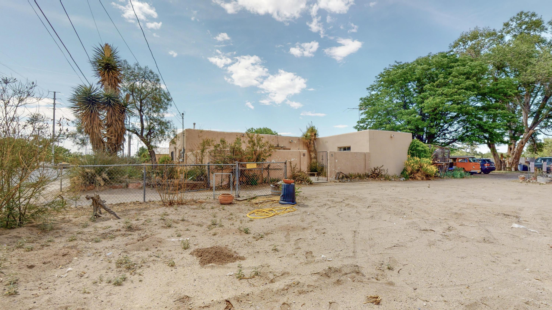 1132 E River Road Property Photo 1