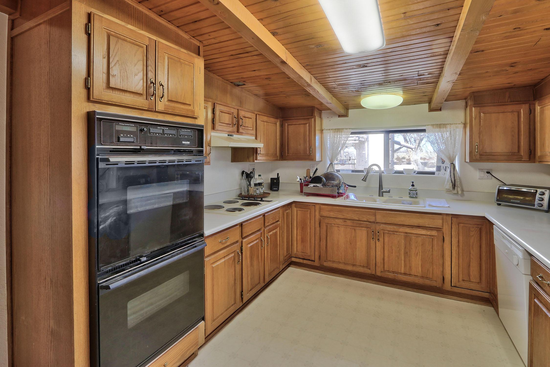 8200 Bates Road Se Property Photo 13