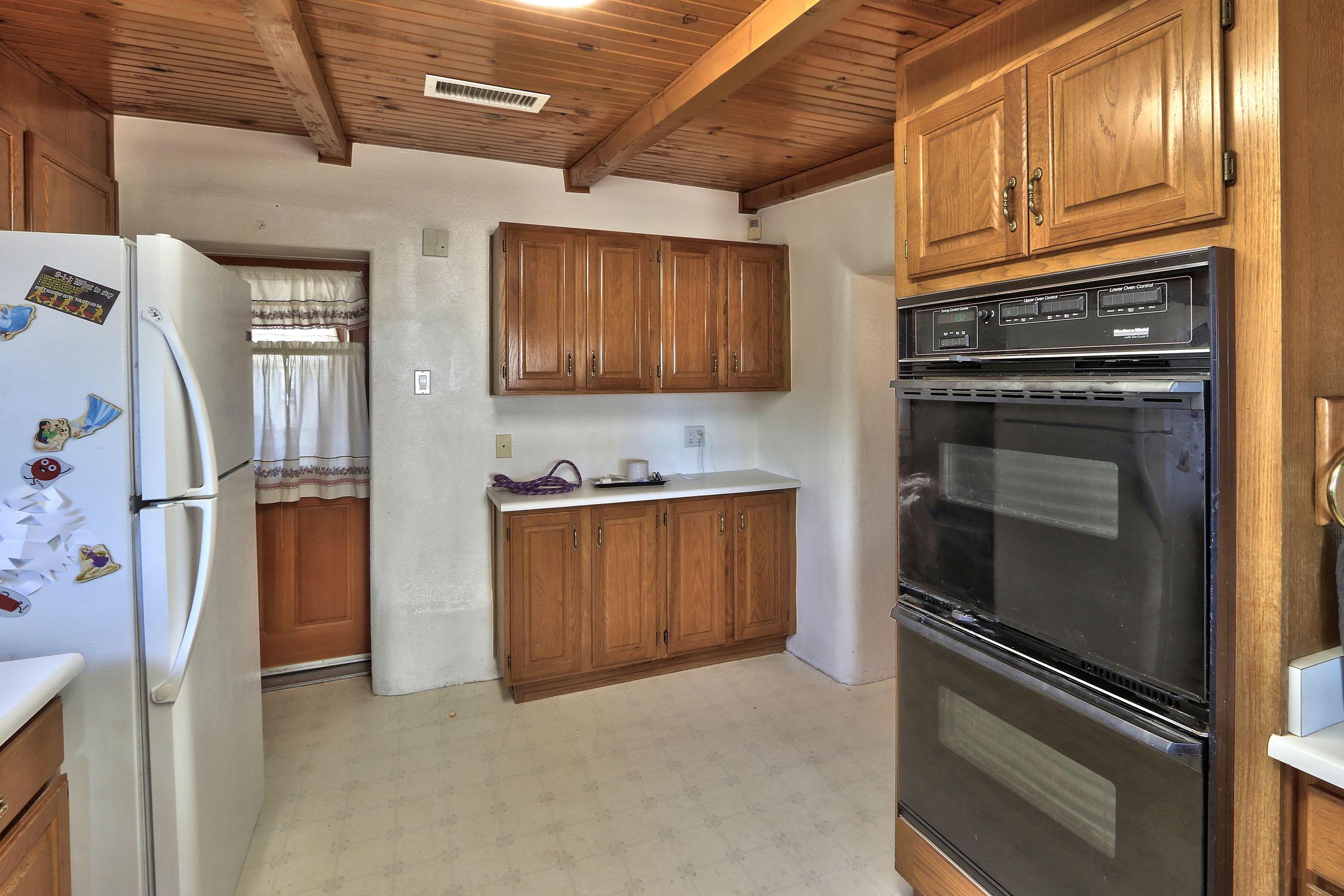 8200 Bates Road Se Property Photo 14