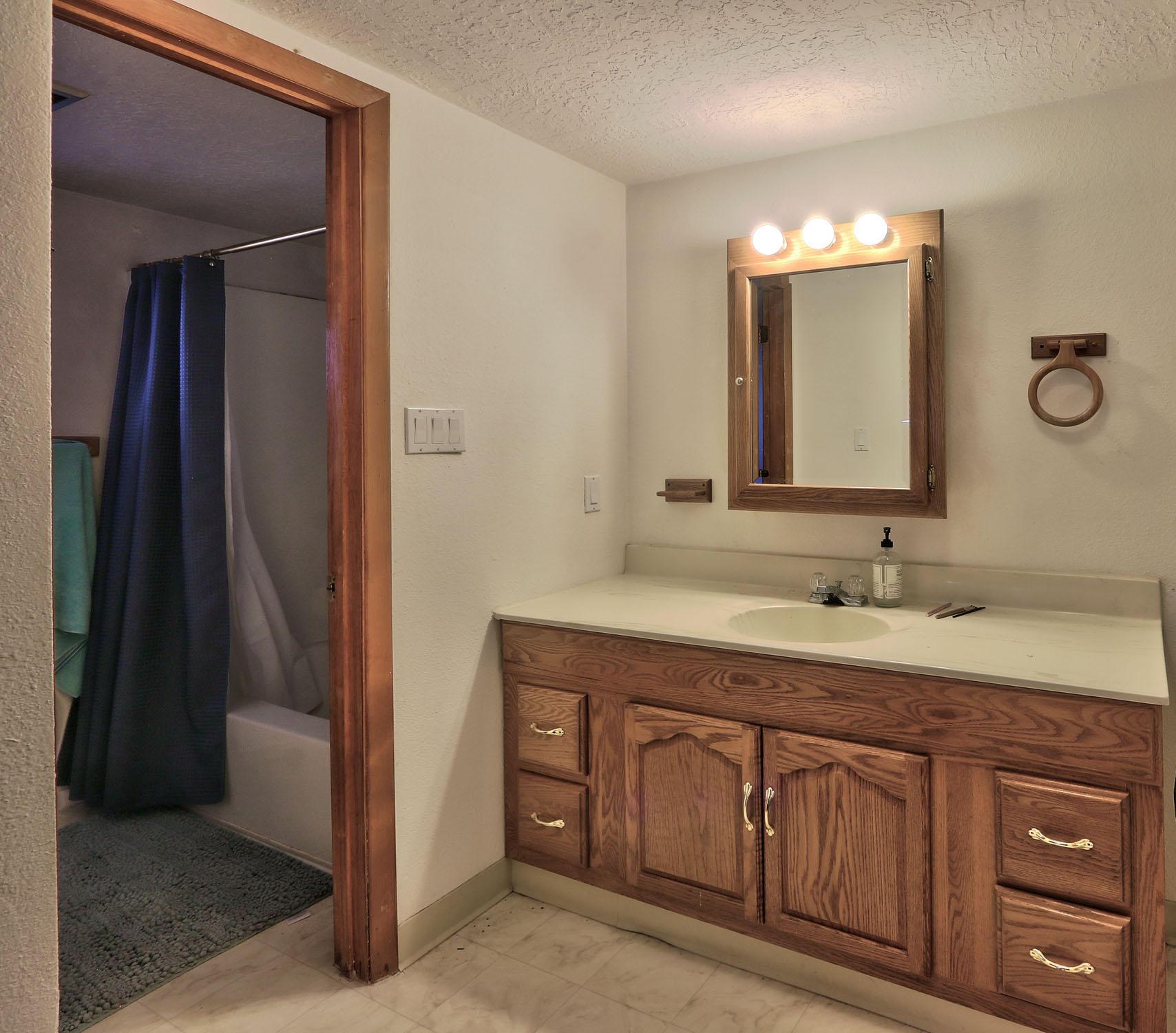 8200 Bates Road Se Property Photo 17