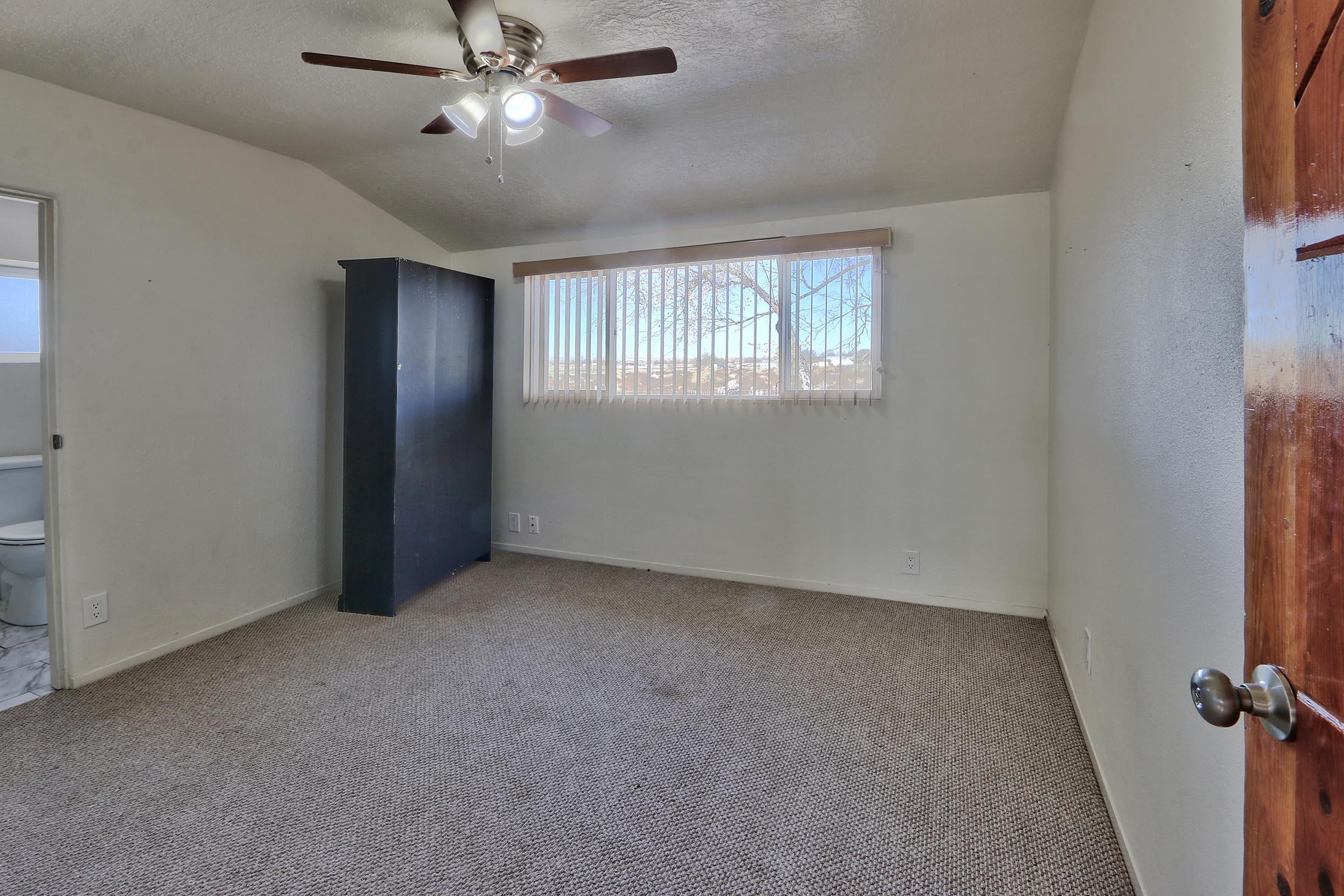 8200 Bates Road Se Property Photo 28