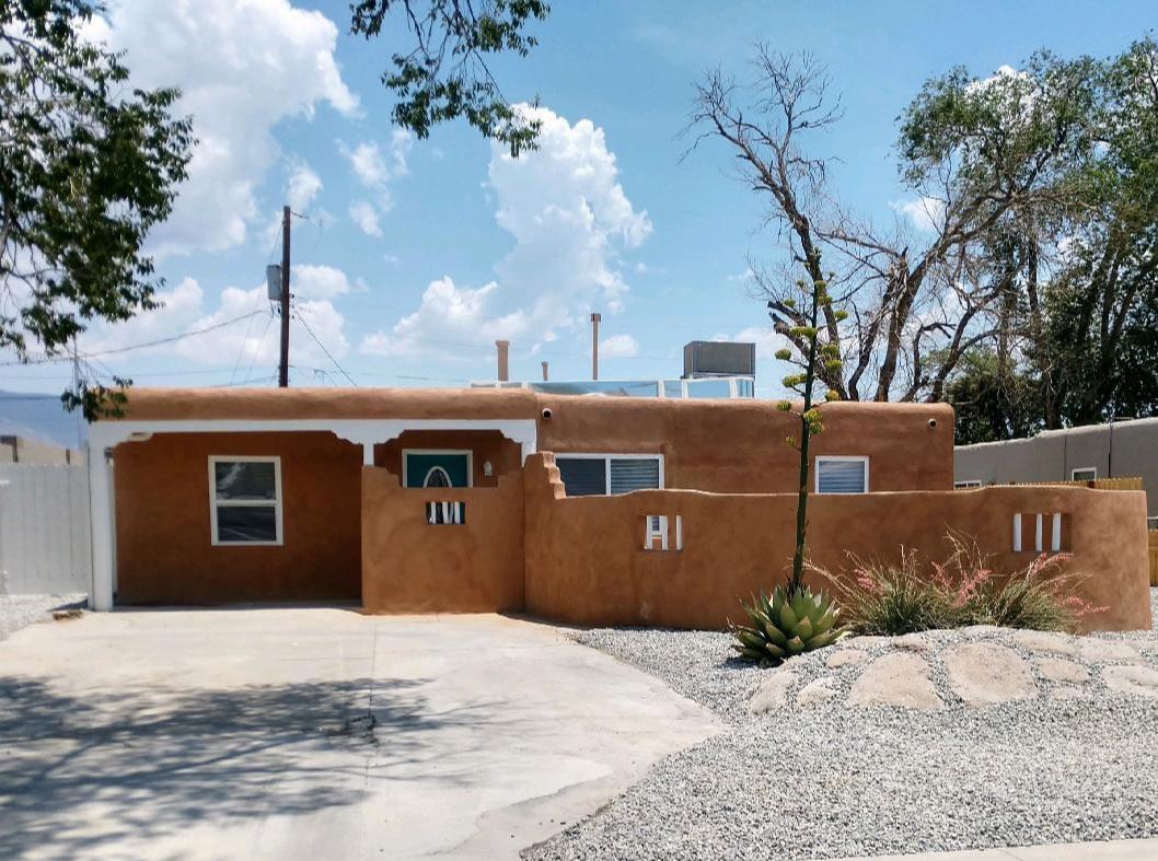916 Palomas Drive Ne Property Photo