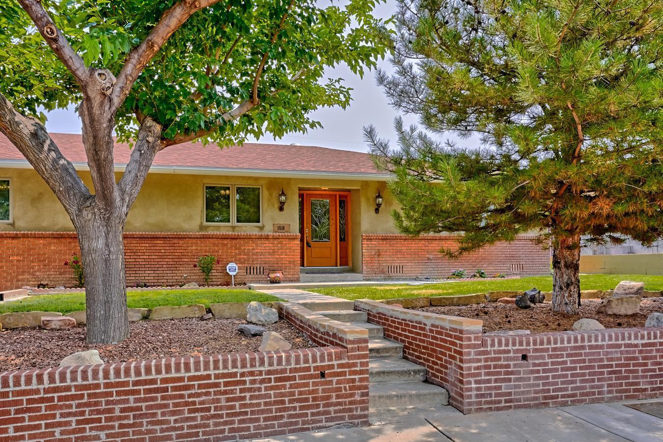 1518 Wellesley Drive Ne Property Photo