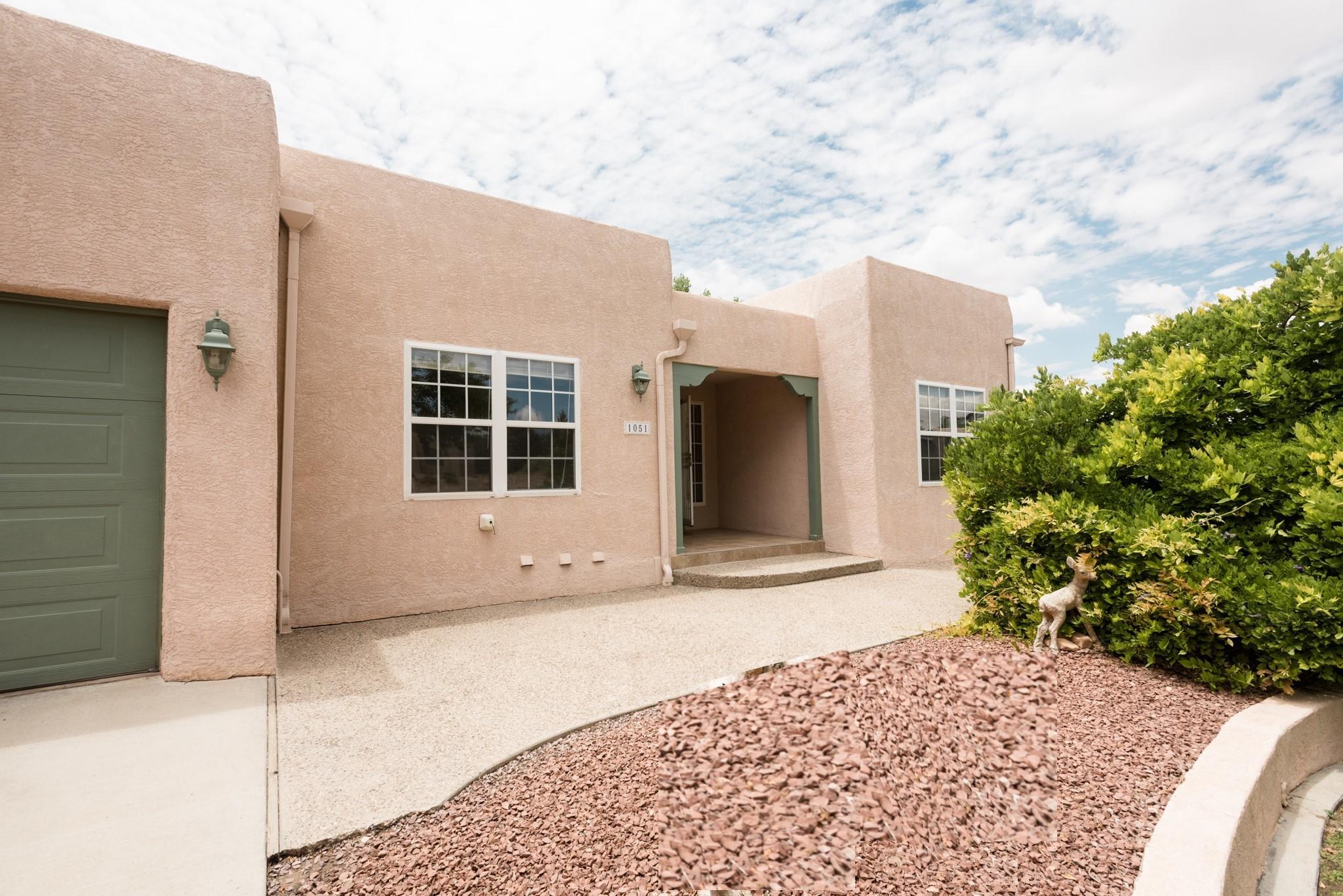 1051 Mesa Loop Nw Property Photo 1