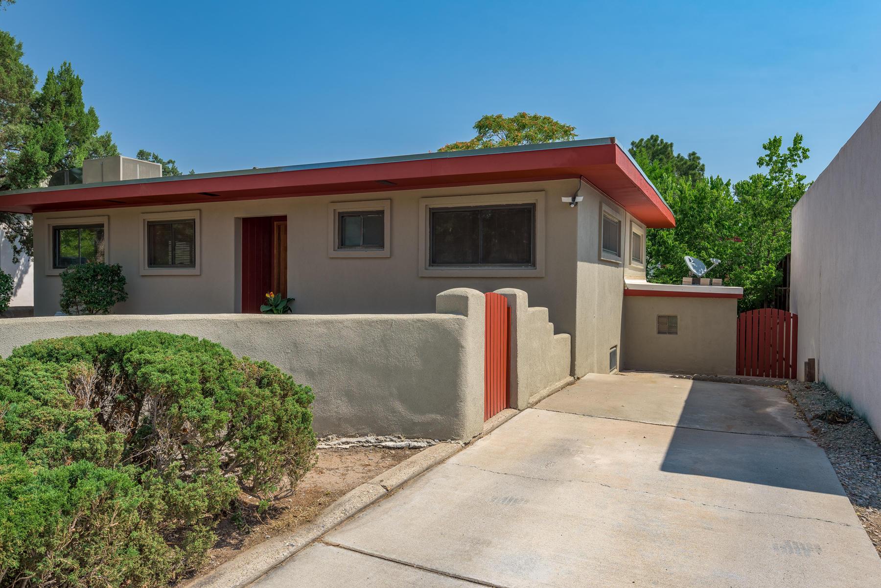 716 Solano Drive Se Property Photo