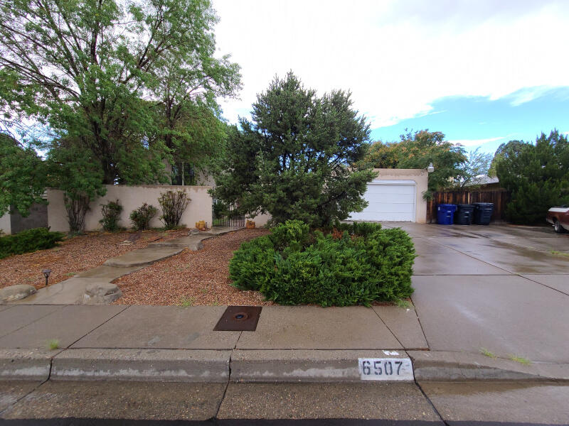 6507 Loftus Avenue Ne Property Photo