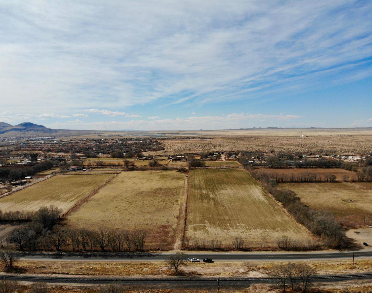 314 N Los Lunas NM Property Photo 1