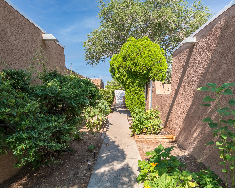 912-936 San Pedro Drive Se Property Photo