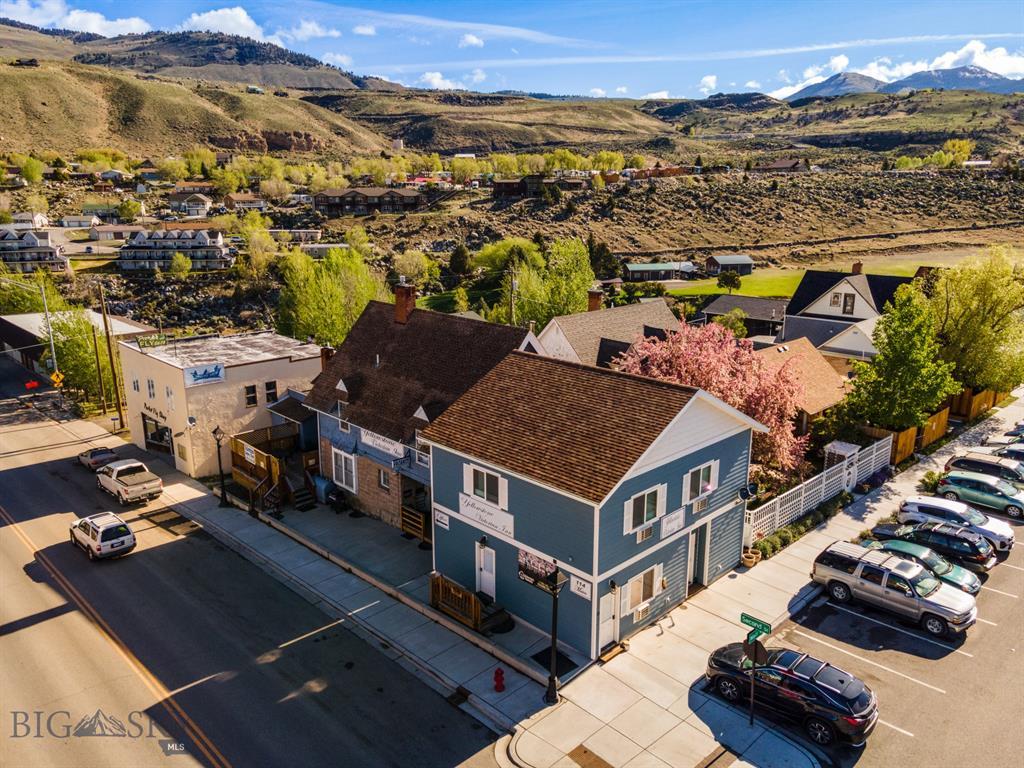 114 Main Street E Property Photo 1
