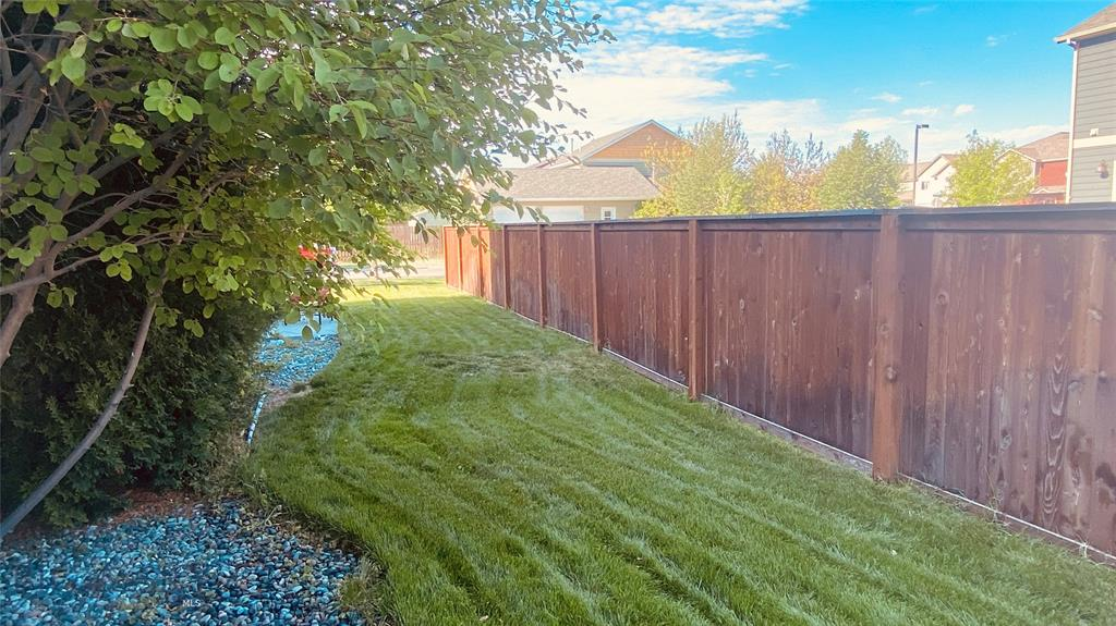 1015 Longbow Lane B Property Photo 31