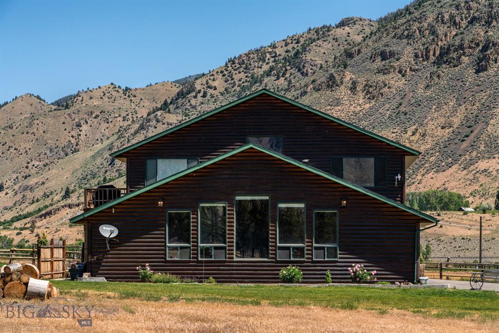 Yellowstone Park Riverfront Sub Real Estate Listings Main Image