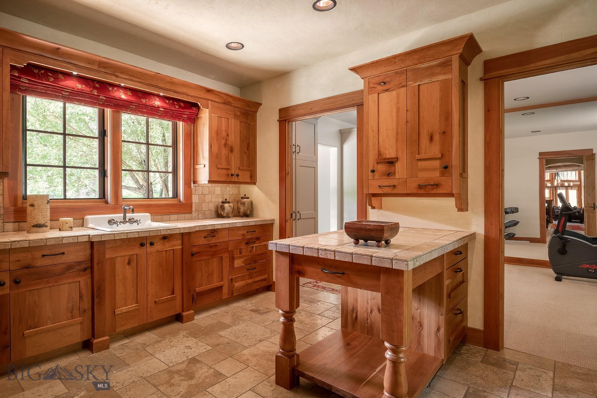 528 Karst Stage Loop Property Photo 13