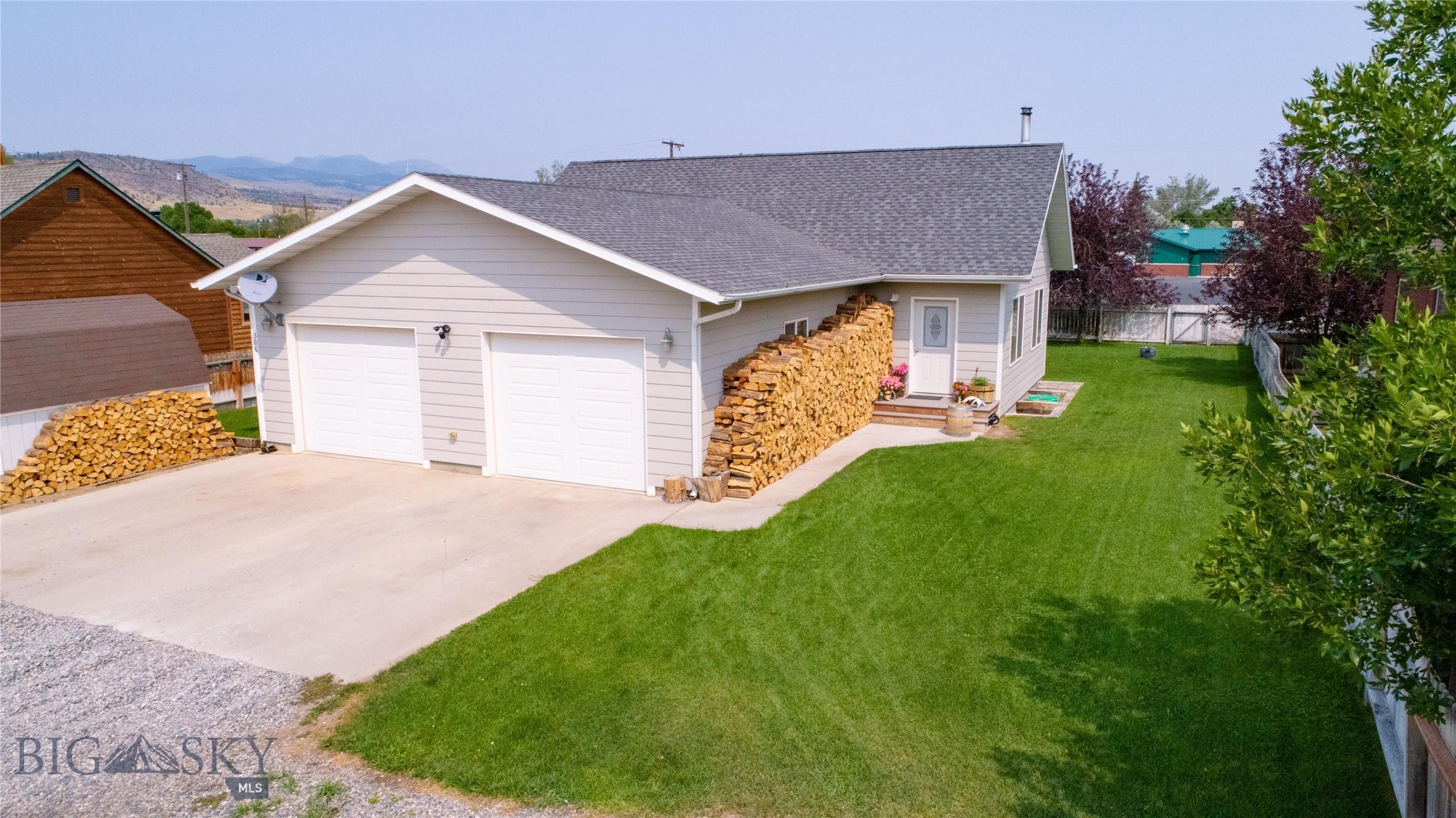 306 W Steffens Property Photo 1