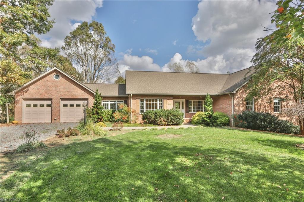 27050 Real Estate Listings Main Image