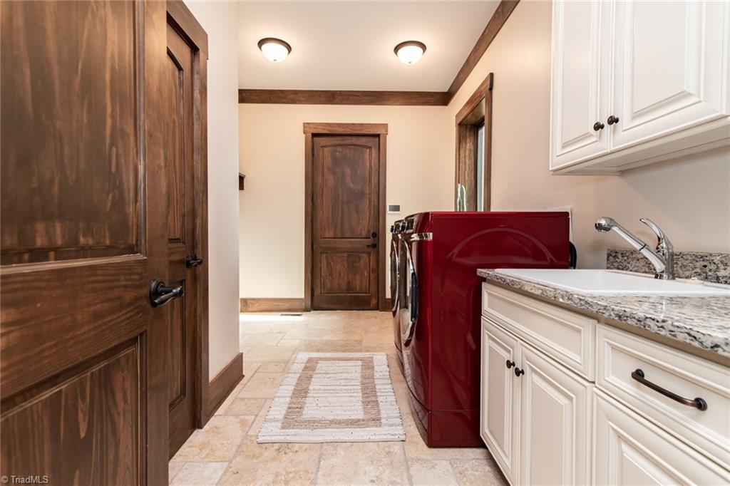 584 Lissara Lodge Drive Property Photo 14